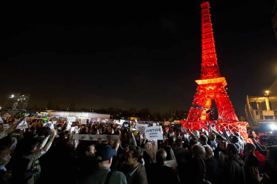 NGO representatives denounce the first draft of the COP 21 climate conference agreement, 9 December