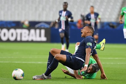 Kylian Mbappé goes down injured in the Coupe de France final.