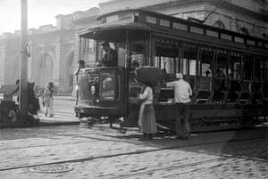 Catching the tram near the Mercado Municipal