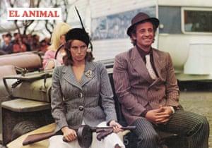 Jean-Paul Belmondo and Raquel Welch  in Animal, 1977