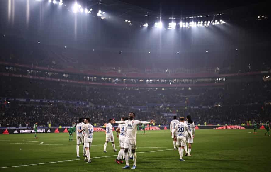 Moussa Dembélé celebrates after scoring for Lyon against St Étienne.