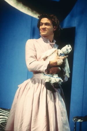1994 Dominic West (Betty) in Cloud Nine by Caryl Churchill @ Old Vic, London. Directed by Tom Cairns. (Opened 05-12-94) ©Tristram Kenton 12-94