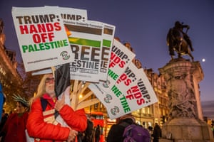Stop the War organises an anti-Trump protest outside Buckingham Palace