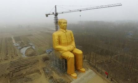 The golden statue in Henan.