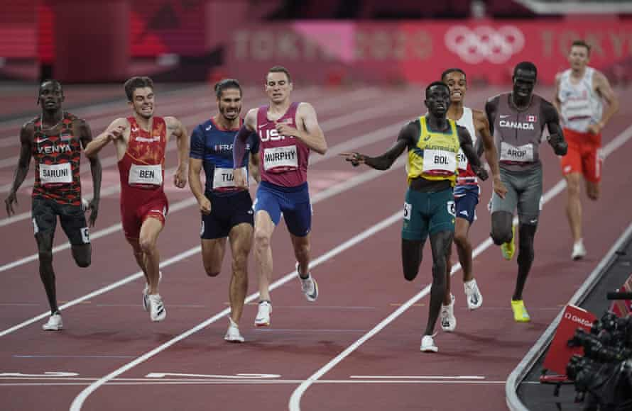 Peter Bol sets a new national record in the men's 800m.