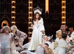 Claudia Boyle (Violetta Valery), in La Traviata by Verdi