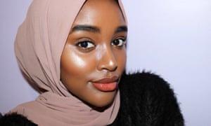 Hani Sidow's completed 'no makeup makeup' look.