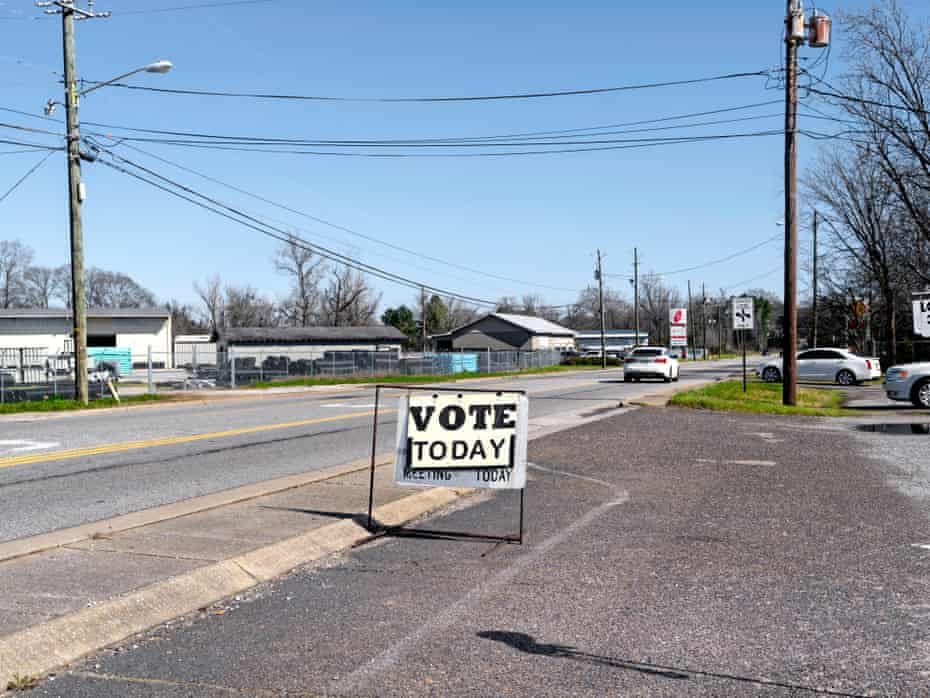 A voting sign near a main street in Tuscaloosa.