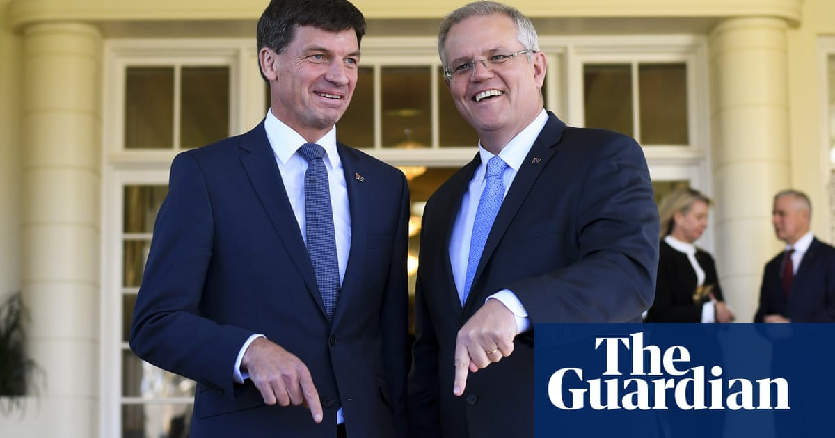 Scott Morrison contradicts energy advice, saying Paris targets can be met 'at a canter'