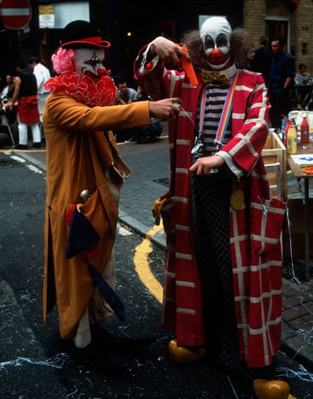 Damien Hirst (left) and Angus Fairhurst dressed as clowns at 1993's Fete Worse Than Death.