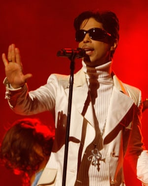 Prince performs onstage during the NCLR ALMA Awards on 2007