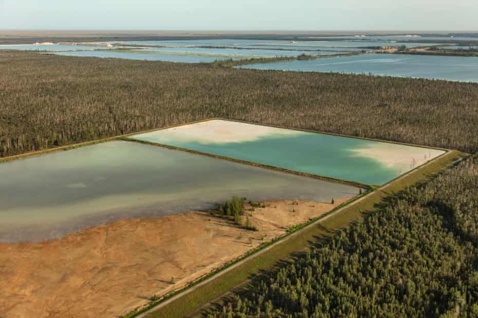 The Biscayne aquifer square lake between the Everglades and Miami.