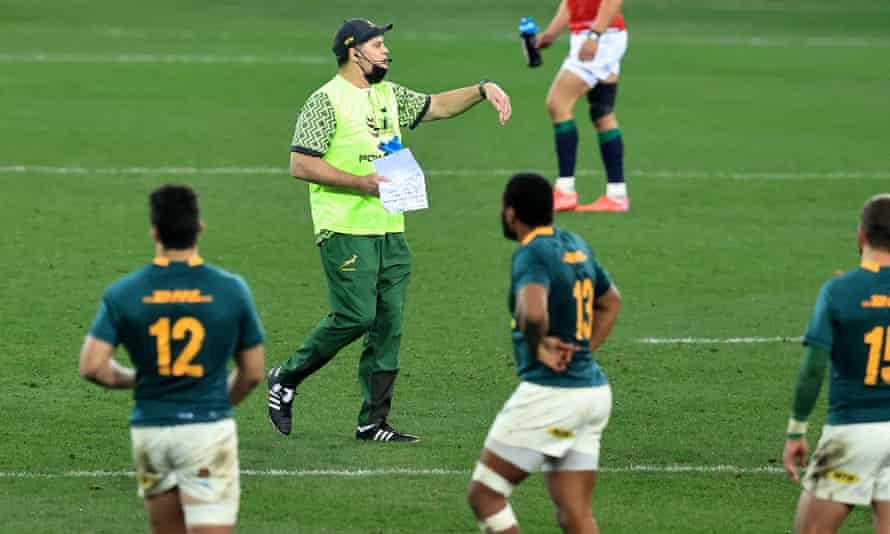 Rassie Erasmus acting as water carrier in the first Test