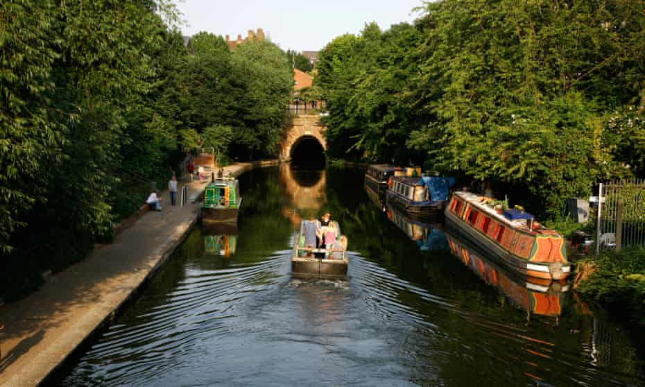 Canal boat sailing up the Regent's canal towards Islington Tunnel.