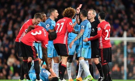 Marouane Fellaini sent off for butt as Manchester United hold on against City