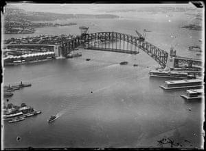 Sydney Harbour Bridge, arches under construction, 1927-1932