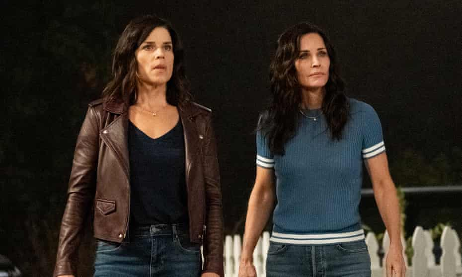 Neve Campbell and Courteney Cox in Scream.
