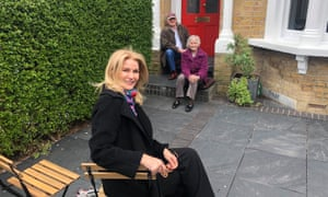 Helle Thorning-Schmidt visiting Neil and Glenys Kinnock, all sitting outside on the front drive