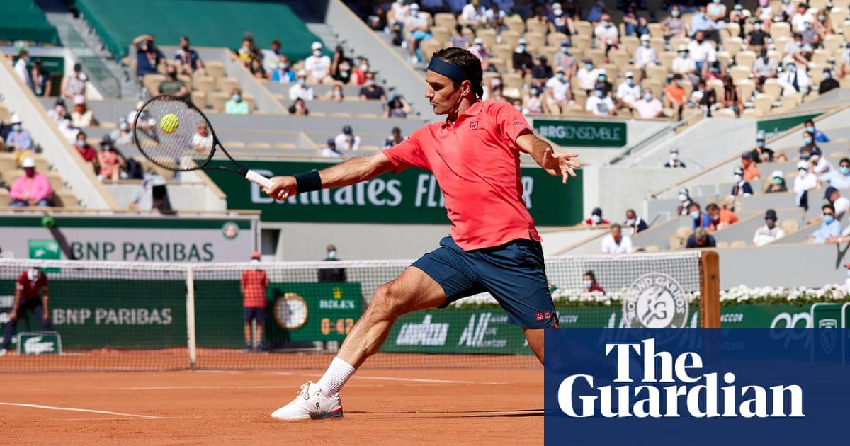 Roger Federer eases to comfortable win over Denis Istomin on slam return