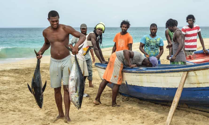 Cape Verde, Maio Island: fishermen back from a fishing trip