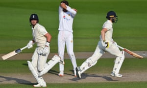 Chris Woakes and Stuart Broad batting together against Pakistan in August