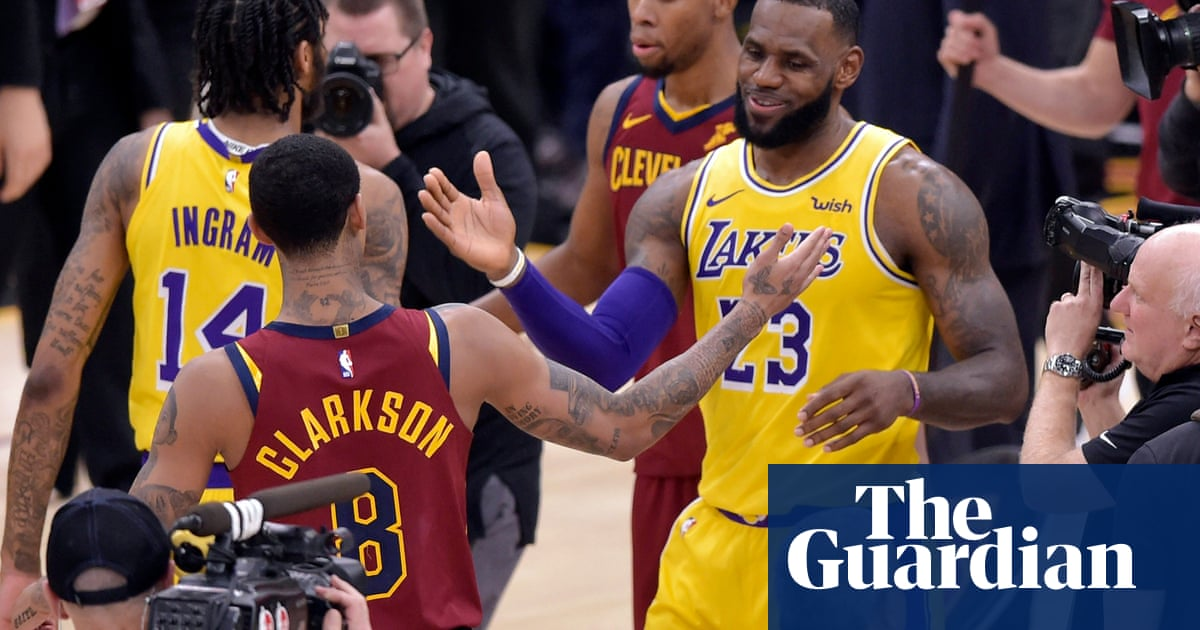 274f82d3f LeBron James hailed as hero on NBA return to Cleveland as Lakers beat  Cavaliers
