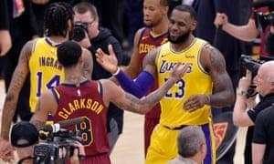 on sale a44e4 7ea43 LeBron James hailed as hero on NBA return to Cleveland as ...