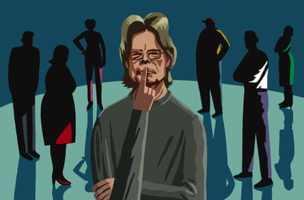 Illustration of novelist Stephen King surrounded by six shadowy figures