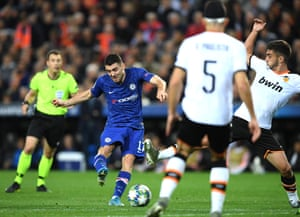 Mateo Kovacic fires the ball home to get Chelsea back on level terms.