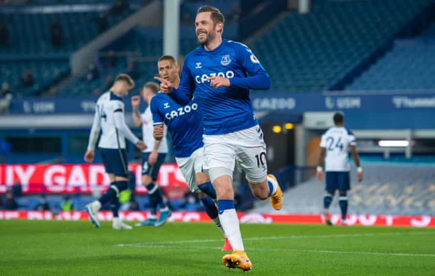 Gylfi Sigurdsson shows his delight after putting Everton ahead.