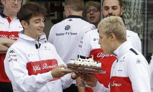 马克斯·爱立信(Charles Leclerc)举行了庆祝他28岁生日的蛋糕蜡烛