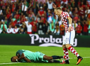 Domagoj Vida lets Nani know what he thinks of his reaction to the challenge.