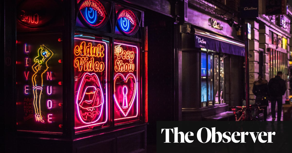 Hot Stew by Fiona Mozley review – a rich, ribald tale of old Soho under siege
