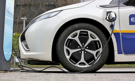 Buyers of electric cars in Germany are to receive a subsidy of up to 4,000 euros.