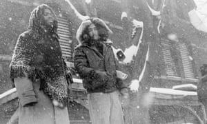 Les membres de Move poursuivent la veillée du groupe radical à son siège de l'ouest de Philadelphie le 3 mars 1978.