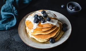 Pancakes with yogurt and blueberries