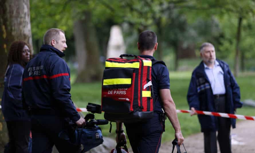 Firefighters at the entrance of the Parc Monceau, Paris
