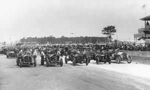 The starting line-up at the first ever Indianapolis 500 motor race at Indianapolis Motor Speedway