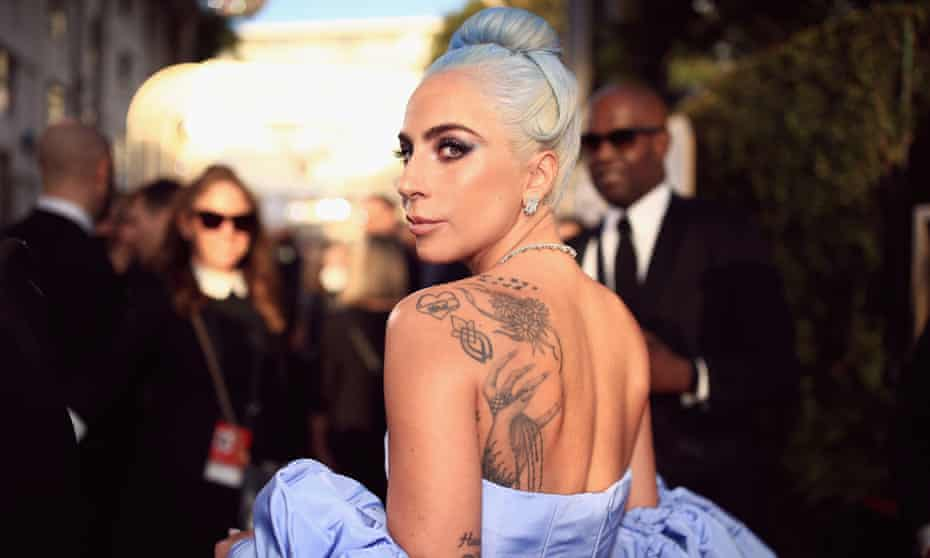 Lady Gaga arrives at the Golden Globes