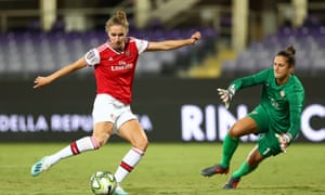 Vivianne Miedema slots the ball past Fiorentina goalkeeper Francesca Durante to score.