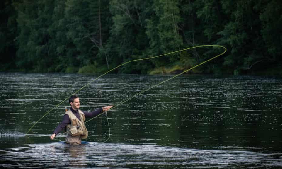 Alvdalen, Sweden: Giulio casts in the Osterdalalven River