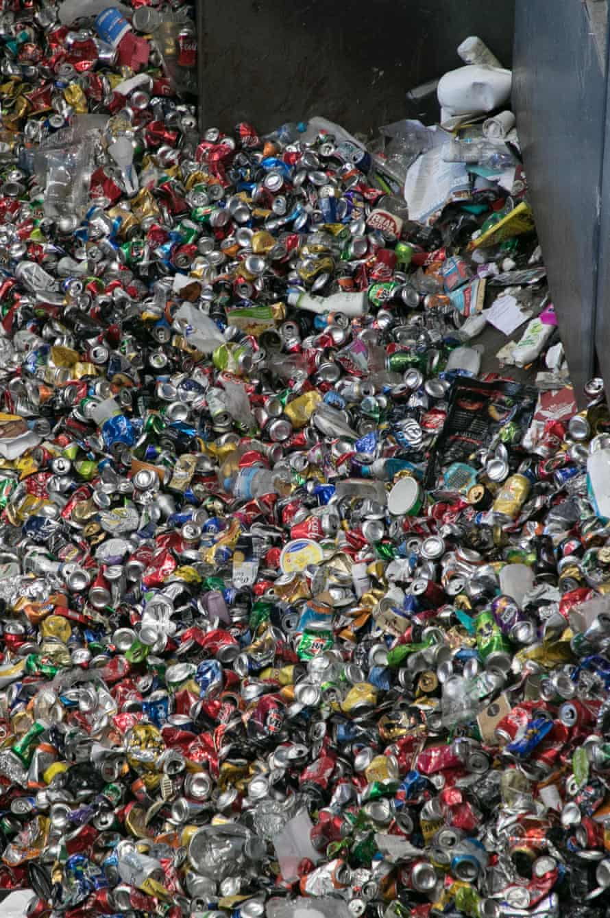 A national container deposit scheme would accept cans and bottles.