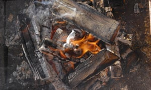 Scientists created an experimental pyre for the cremations