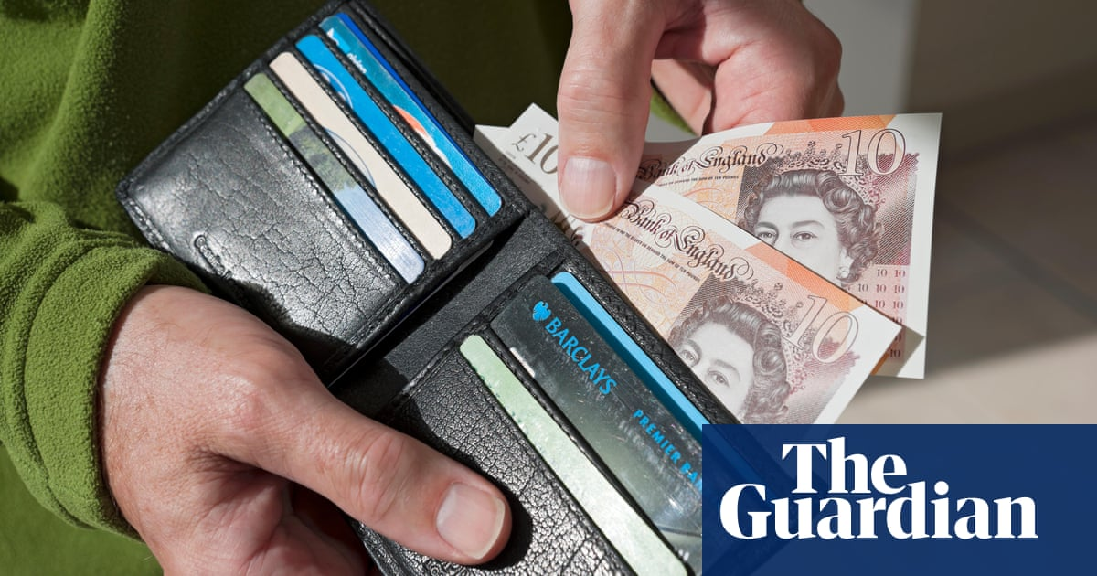 Low-paid workers tell MPs of fears over end of universal credit top-up
