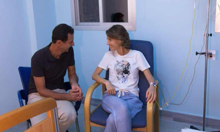 The photo of Asma al-Assad with her husband, Bashar, was included in the announcement via social media.