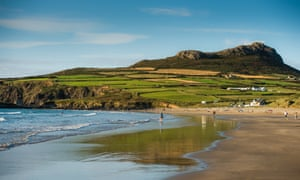 Whitesands bay and beach, in the shadow of Carn Llidi hill, near The City of St Davids. Pembrokeshire, South West Wales