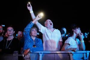 Fans enjoy the one-song encore as The Flaming Lips play Do You Realize??