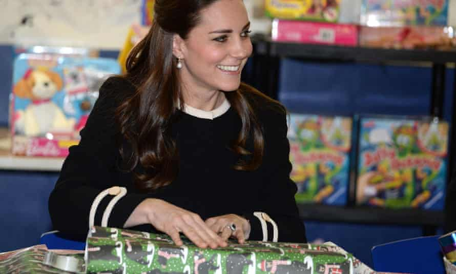 kate middleton wrapping presents