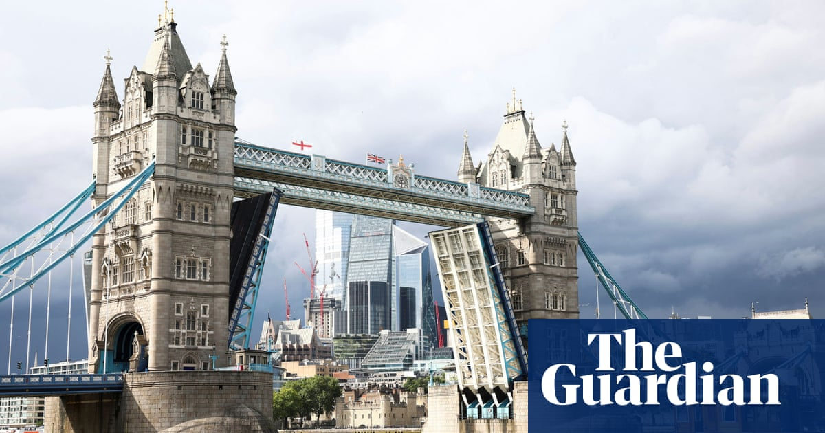 Disruption as Tower Bridge stuck open after 'technical failure'