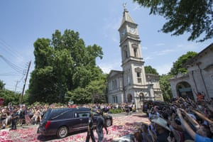 The hearse arrives at Cave Hill Cemetery
